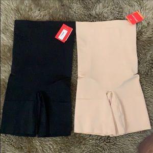 2 high waist Oncore short new